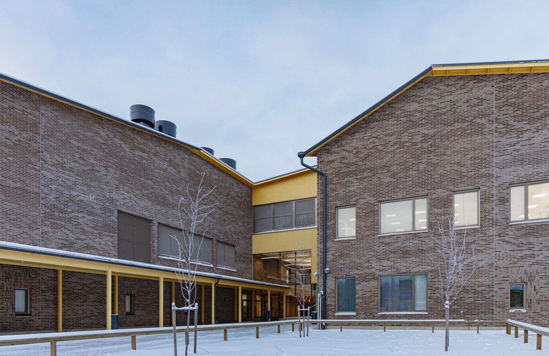 Kiiminginpuiston koulu ulkoa