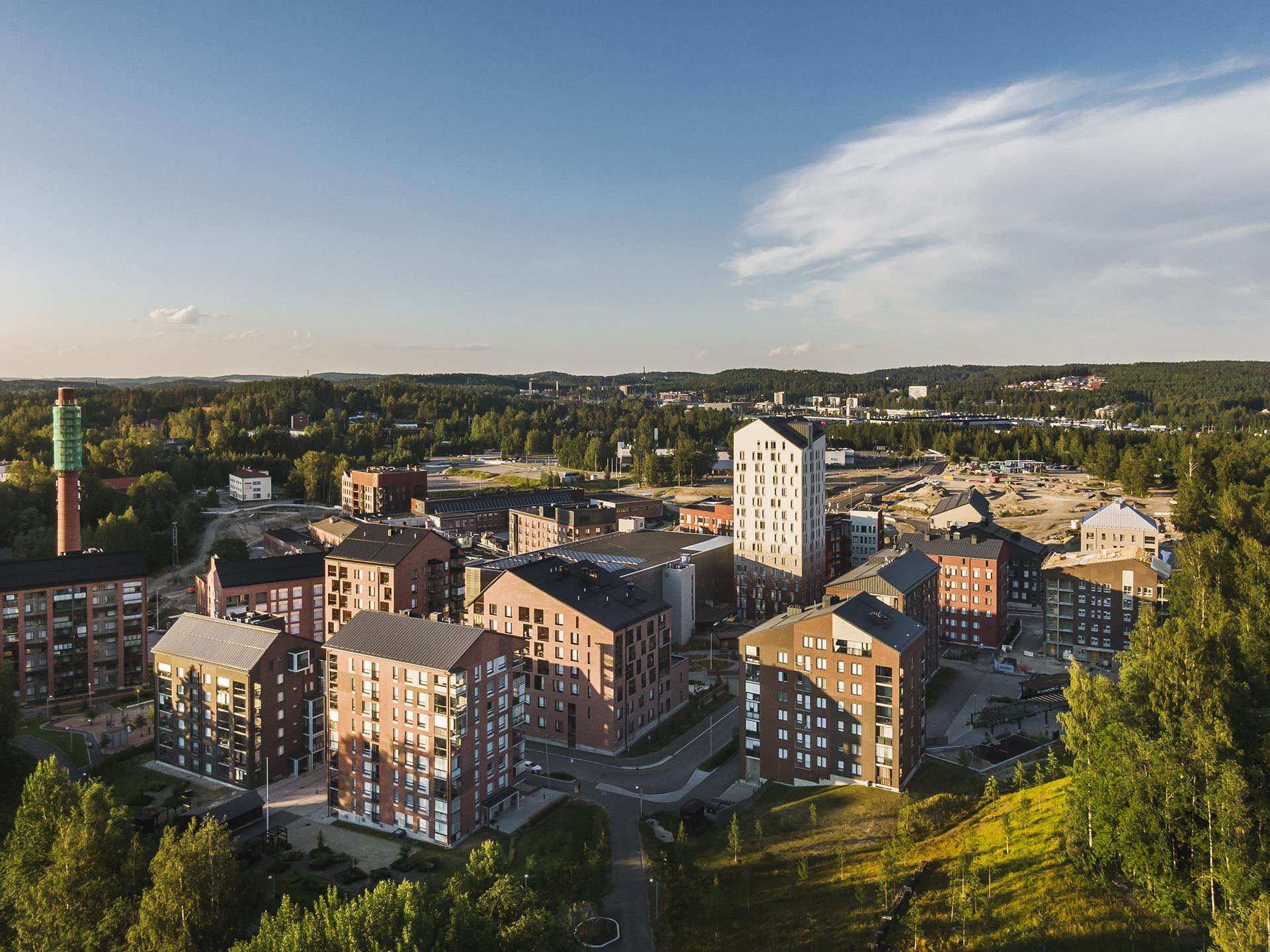 Jyväskylän Pergamenttitorin yleiskuva alueelta ilmasta käsin kuvattuna