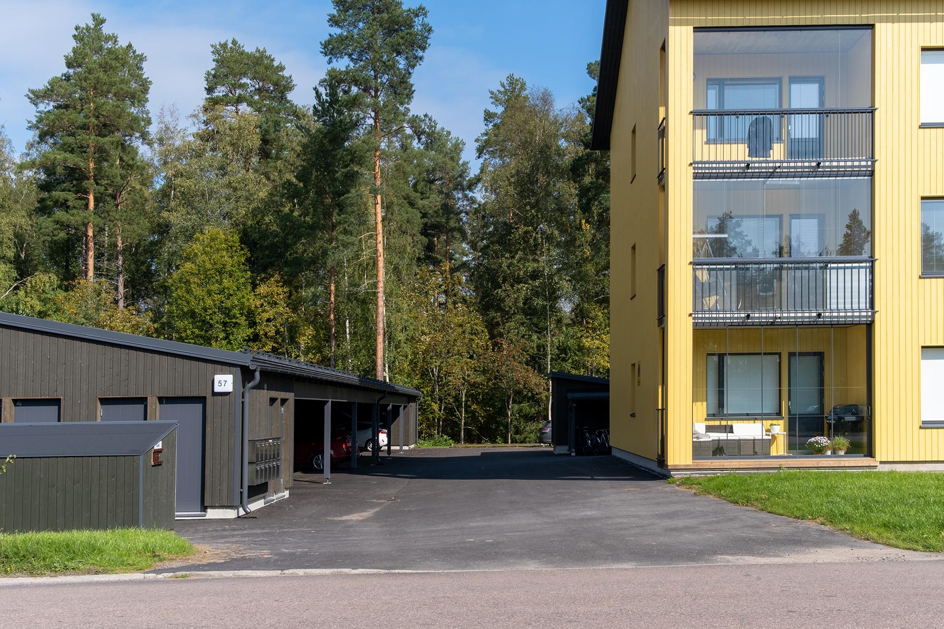 As Oy Jyväskylän Kaarnan autokatokset