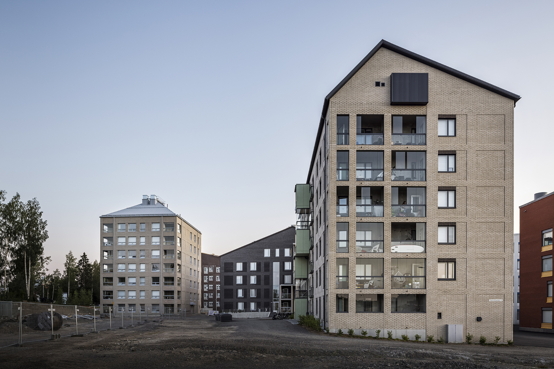 As Oy Jyväskylän Paperitehtaankatu 24 sisäpiha ja julkisivu