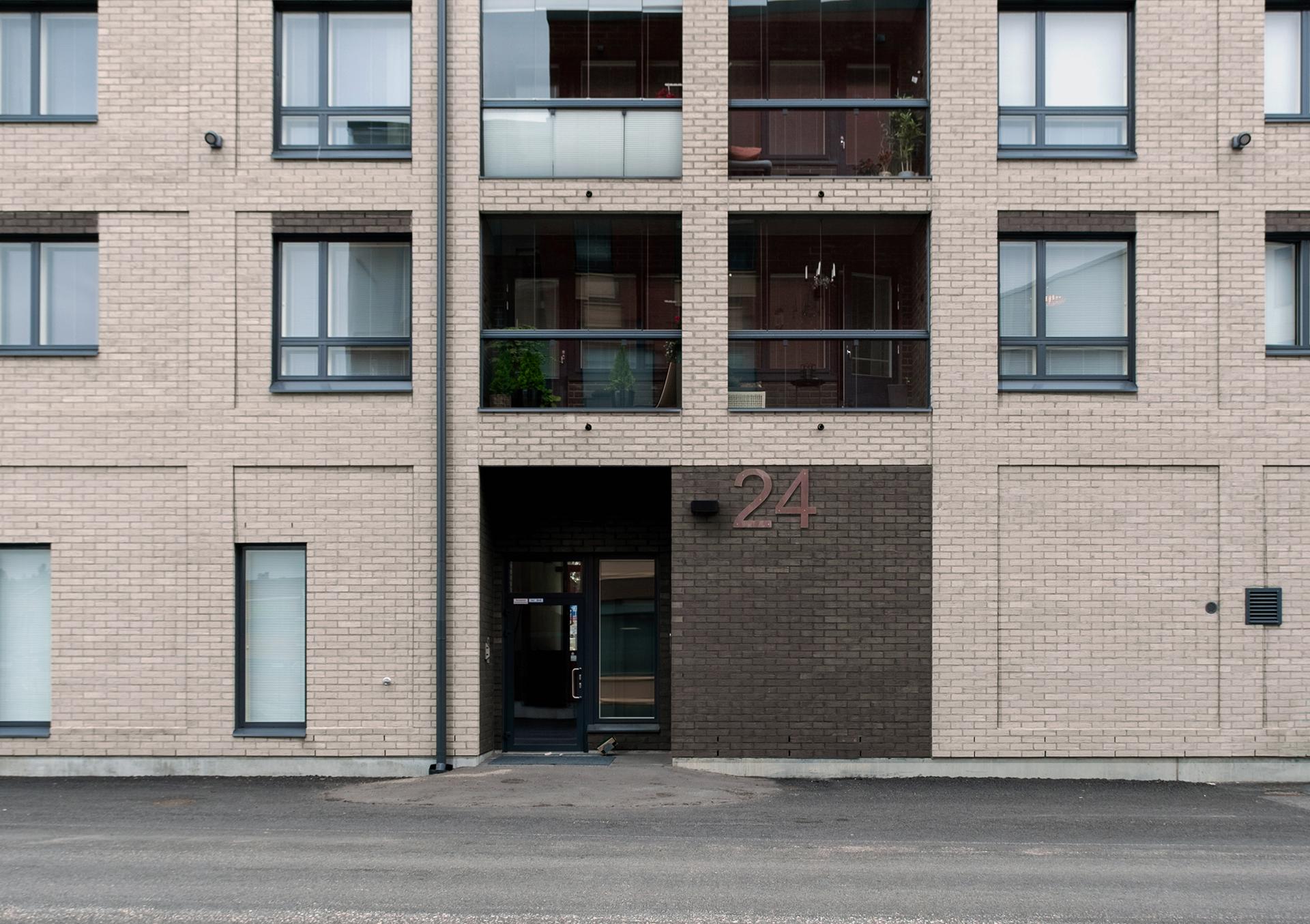 As Oy Jyväskylän Paperitehtaankatu 24 sisäänkäynti ja talon numero