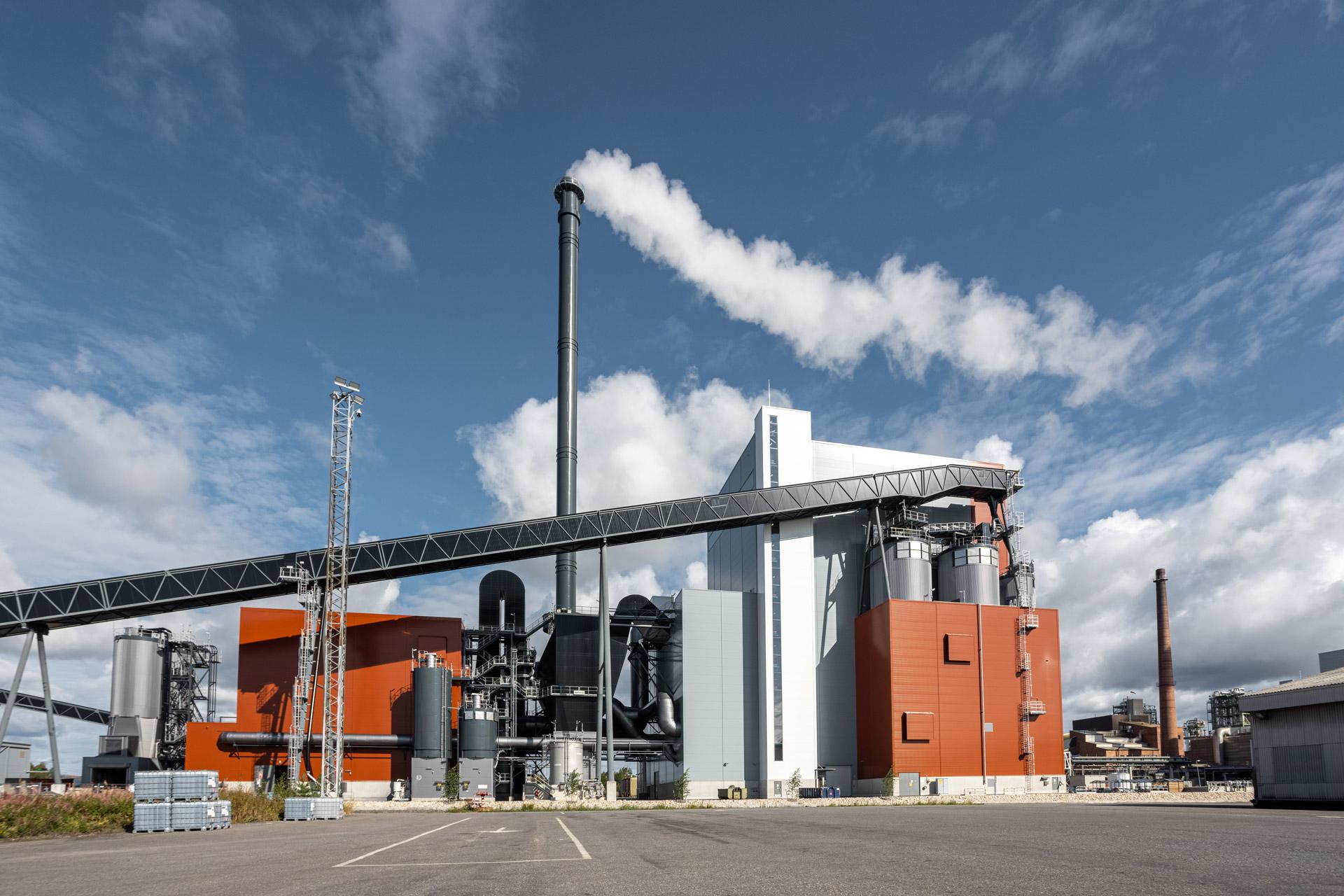 OEBIOn voimalaitos ulkokuvassa voimalaitoksen sivujulkisivu